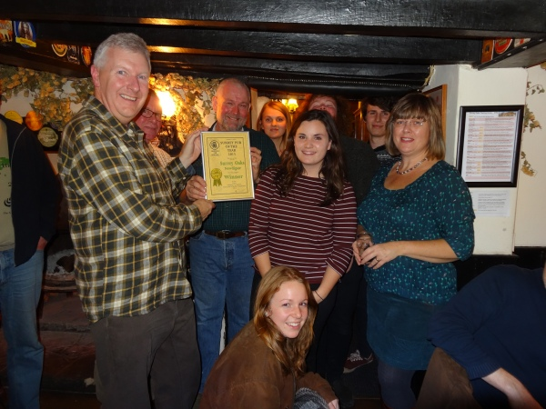 Kevin Travers (Deputy Regional Director Surrey) presents the Surrey Pub of the Year 2015 certificate to the whole of the Surrey Oaks Team.